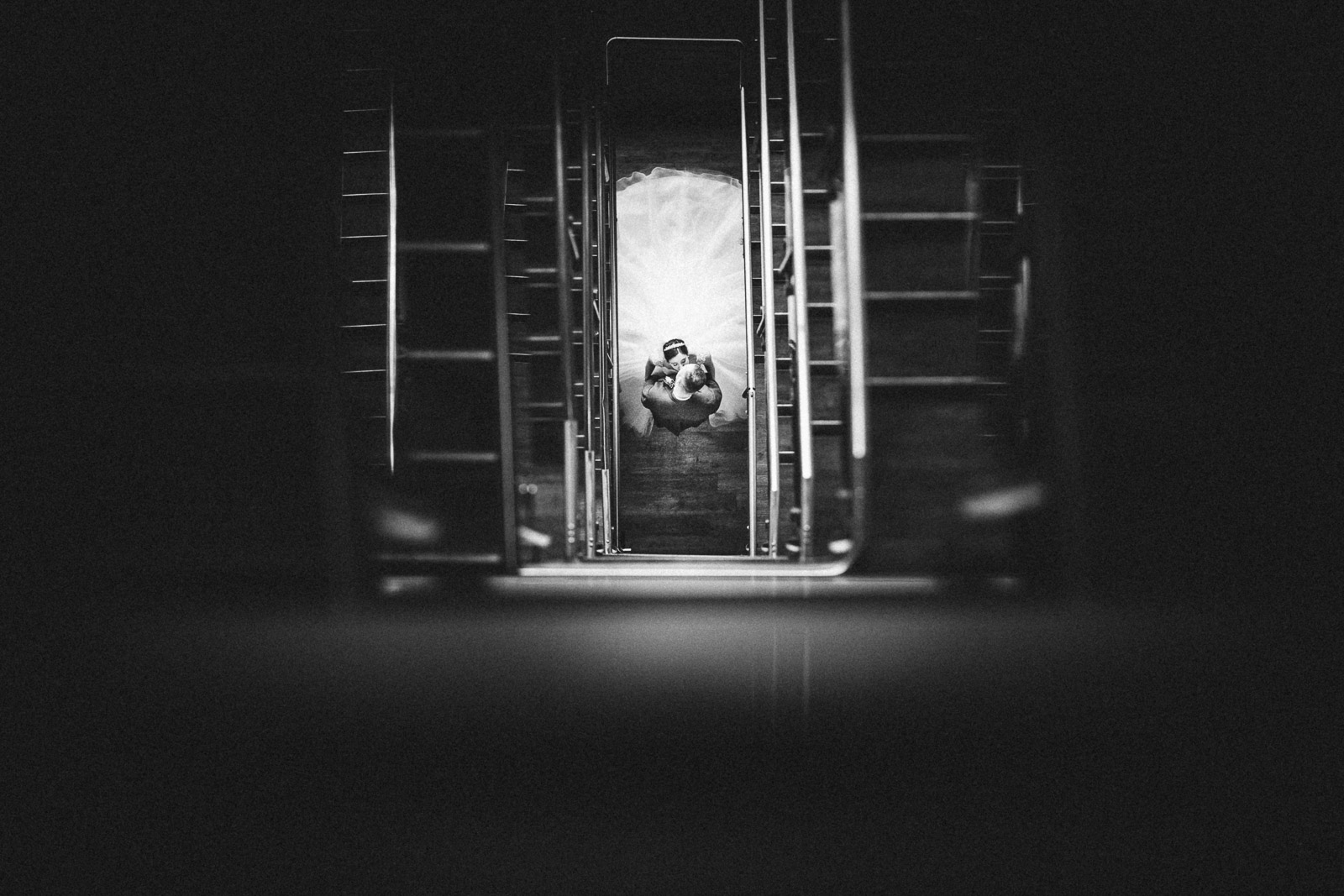 bride-and-groom-kissing-in-staircase